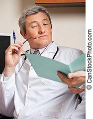 rapport, monde médical, lecture, docteur