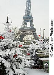 raro, nevado, dia, em, paris., torre eiffel, e, decorado, árvore natal