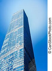 rascacielos, en, un, plano de fondo, de, el, cielo azul