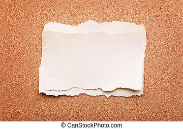 rasgado, pedazo de papel, en, tablero del corcho, plano de fondo