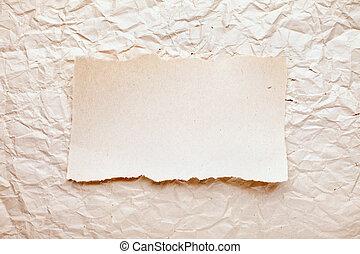 rasgado, pedazo de papel, en, viejo, aplastado, papel, fondo., vendimia, retro, tarjeta