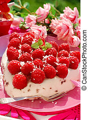 raspberry cake in heart shape - fresh raspberry cake with...