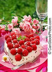 raspberry cake in heart shape