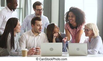 rassembler, travail bureau, ensemble, portables, divers, rire, conversation équipe