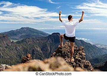 rastro, corredor, éxito, funcionamiento del hombre, en, montañas