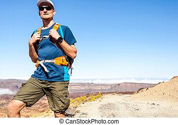 rastro, corredor, ou, hiker, em, montanhas