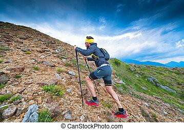 rastro, en las montañas, atleta, durante, entrenamiento