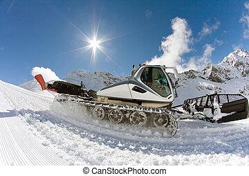 Ratrak, grooming machine, special snow vehicle