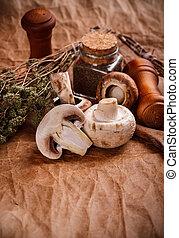 Raw champignons