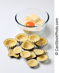 Raw dough in tartlet pans