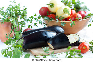 Raw eggplant and other fresh vegetables