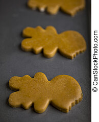 ginger bread man - Raw ginger bread man cookies on a cookie ...