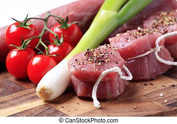 Raw pork tenderloin - Spiced raw pork tenderloin and fresh...