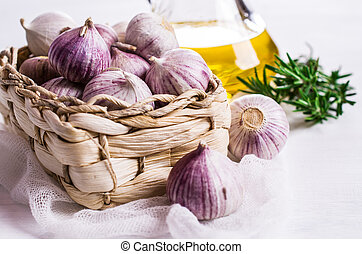 Raw whole garlic