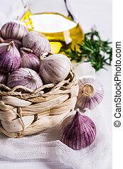Raw whole garlic