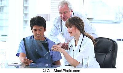 rayon x, regarder, infirmière, deux, médecins