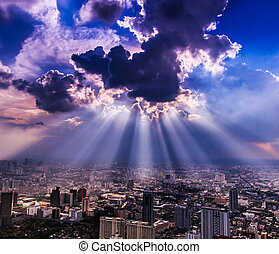 rayons lumière, briller, par, nuages sombres, ville,...