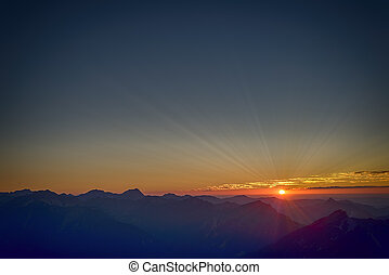 rayos del sol, en, ocaso, en, el tyrol, montañas, austria