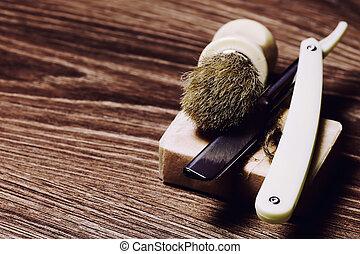 razor sharp soap brush retro