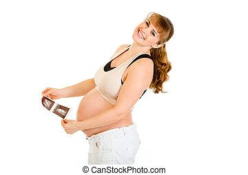 reír, mujer embarazada, tenencia, eco, en, manos, aislado, blanco