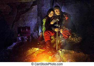 re, pellicce, suo, medievale, seduta, armatura, incendio campo, spada, princess.