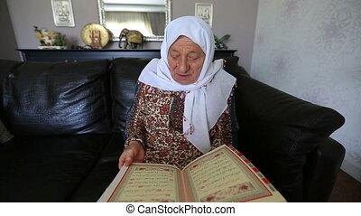 reading Qur'an 1 - Muslim women reading Holy Qur'an