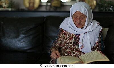 reading Qur'an 4 - Muslim women reading Holy Qur'an