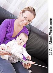 reading., vrolijke , kinderen, moeder