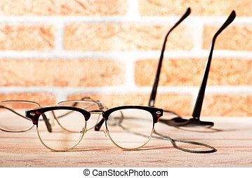 reaing glasses