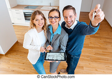 Real Estate broker selling or renting house to a couple