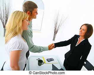 real estate, karten geben, makler, siegel, kaufinteressent, daheim