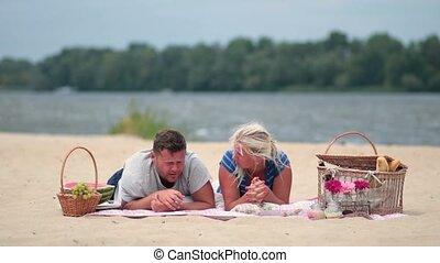 realaxing, vacances plage, famille, heureux