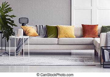 reale, soggiorno, cuscini, foto, moderno, divano giallo, interno, tavola, bianco, plant.