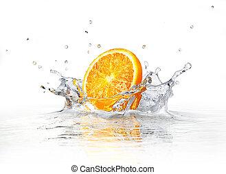 rebanada de naranja, caer, y, salpicar, en, claro, water.