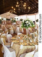 recepción wedding, vestíbulo, con, puesto, mesas
