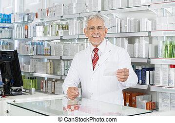 recepta, kantor, patrząc, papier, samiec, aptekarz