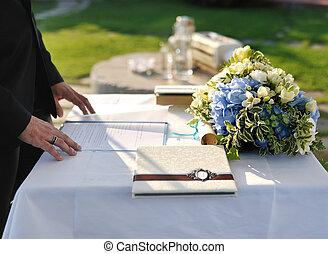 receptionist, a, uno, cerimonia matrimonio