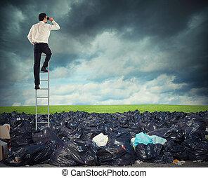 recherche, loin, global, environment., propre, homme affaires, problème, escalier, surmonter, pollution