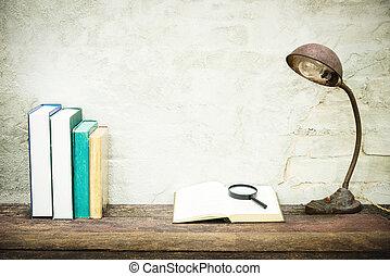 rechercher, lecture, béton, bois, vendange, concept., arrière-plan., lampe, livre, closeup, retro, articles, papeterie, table, blanc, education, ouvert, filtered., lieu travail