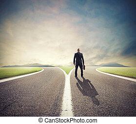 recht, crossway, weg, front, geschäftsmann, auswahl, muss