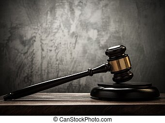 rechter, hamer, op, wooden table