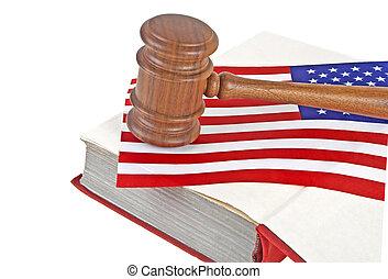 rechtsprechung, hölzerner hammer, und, gesetzlich, buch, mit, usa markierung, weißer hintergrund
