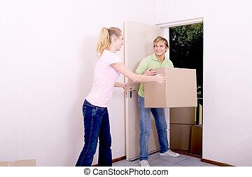 recién casados, llevar cajas