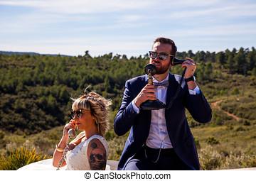 recién casados, postura, en el medio, de, naturaleza, con,...