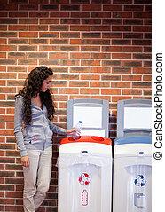 reciclagem, retrato, mulher, jovem