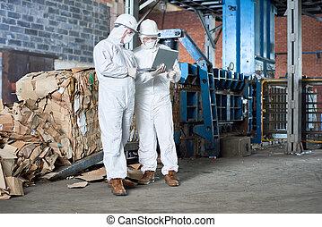 reciclaje, trabajadores, fábrica, hazmat, moderno, trajes