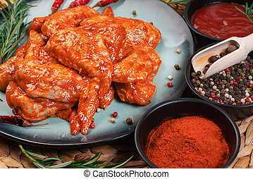 recipe., plaque, tomates, poulet, bleu, spices.grilled, fait mariner, ailes, sombre