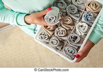 recipiente, dona de casa, socks., roupas, limpo, põe, storage., identificado