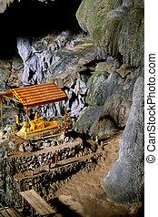 Recliing Buddha statues in the Tham Pak Ou caves near Vang Vieng, Laos
