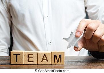 reconnaissance, inscription, concept, cubes., étoile, groupe, homme affaires, ouvriers, équipe, employés, mains, reussite, encourageant, accomplissements, awarding.